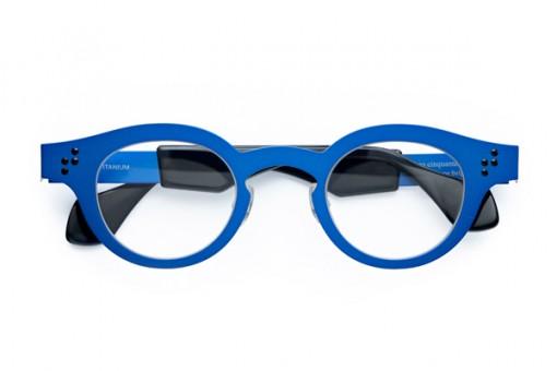 Theo cinquante-cinq, elektric blue